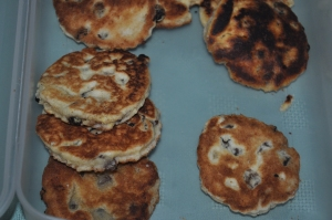 six Welsh cakes in a plastic box